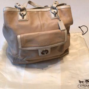 Gorgeous putty/cream leather coach bag!💕